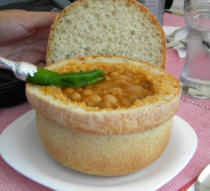 Articole culinare : Ciorbă de fasole în pită