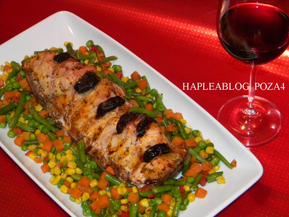 file de porc umplut cu cascaval, mar si prune 4